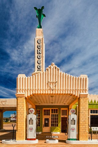 The Conoco Tower Station and U-Drop Inn café. Shamrock, Texas